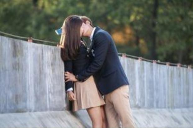 Nụ hôn ngọt ngào của Park Shin Hye và Lee Min Ho trong The Heirs.