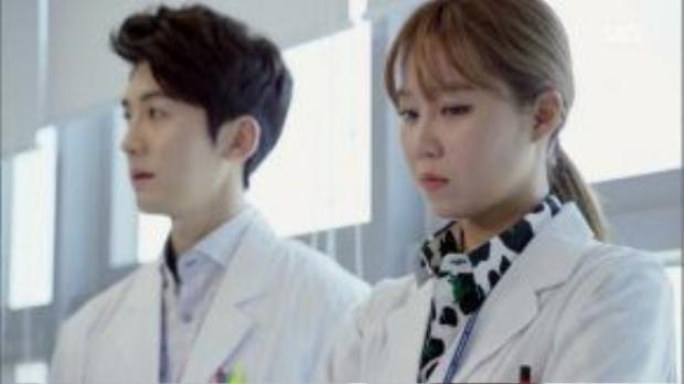 Bác sĩ Hae Soo, người thường xuyên phải tiếp xúc với nhiều bệnh nhân tâm thần. Bản thân cô cũng mắc chứng sợ quan hệ tình dục.