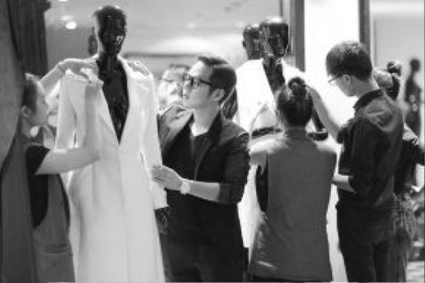 NTK Chung Thanh Phong đã phải hoàn thiện bộ sưu tập trong thời gian ngắn nhất.