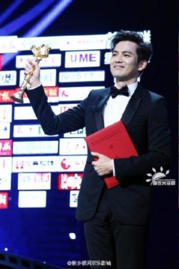 Chung Hán Lương nhận giải Nam chính xuất sắc nhất