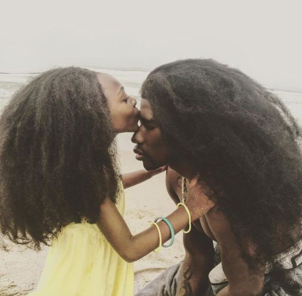 Hai mái tóc bông xù nổi tiếng thế giới của Cha và con gái