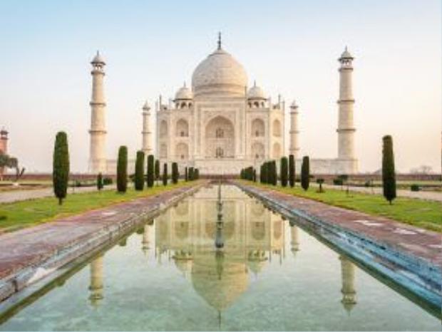 Taj Mahal, Ấn Độ: Biểu tượng của tình yêu vĩnh cửa này là điểm đến nổi tiếng nhất Ấn Độ, với kiến trúc tinh xảo, cầu kỳ, hoàn mĩ tới từng chi tiết.