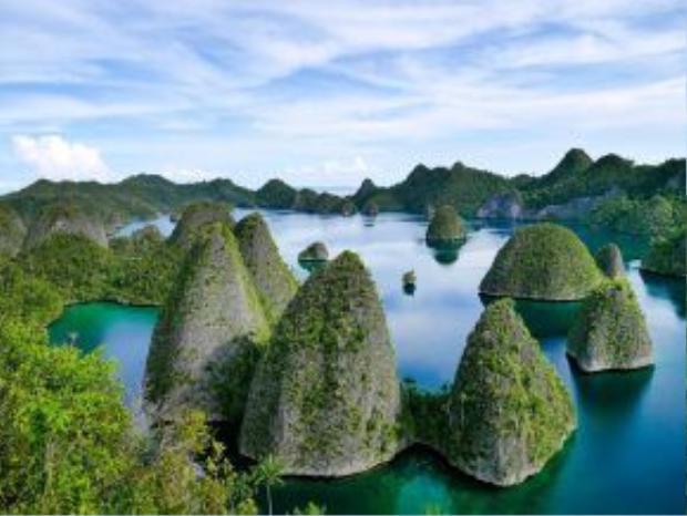 Quần đảo Raja Ampat, Indonesia: Quần đảo này đem lại cho du khách những trải nghiệm tuyệt vời, từ leo núi tới lặn biển, chèo thuyền… giữa thiên nhiên hoang sơ tuyệt đẹp.