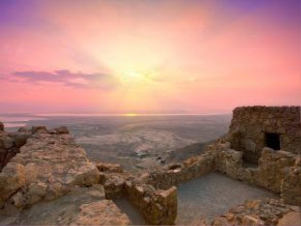 Masada, Israel: Khu sa mạc kỳ vĩ này có nhiều di tích cổ cho du khách khám phá.