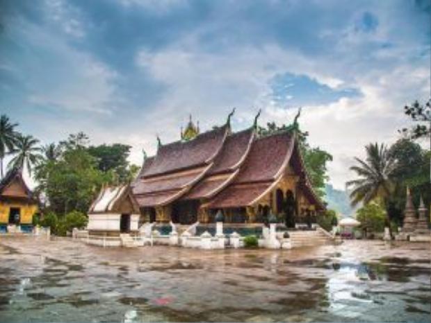 Luang Prabang, Lào: Thành phố xinh đẹp và rất đỗi bình yên này giống như một bản nhạc trầm cho những du khách muốn tìm một mảnh hồn Đông Nam Á.