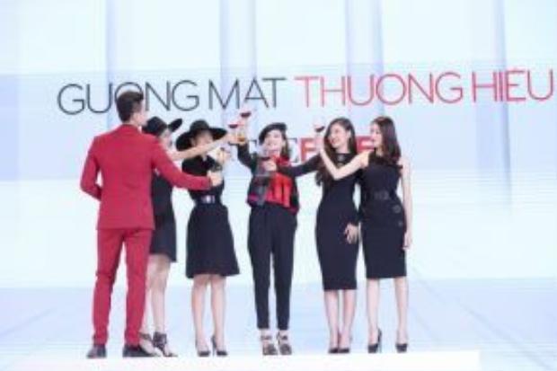 Sau khi chia tay Khánh Ngọc, team Hồ Ngọc Hà còn lại: Phương Anh, LiLy Nguyễn, Chúng Huyền Thanh, Lê Hà.