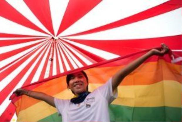 Sắc cờ cầu vồng đã từng tung bay tại rất nhiều thành phố dọc Việt Nam khi một hoạt động ủng hộ LGBT được diễn ra với quy mô toàn quốc.