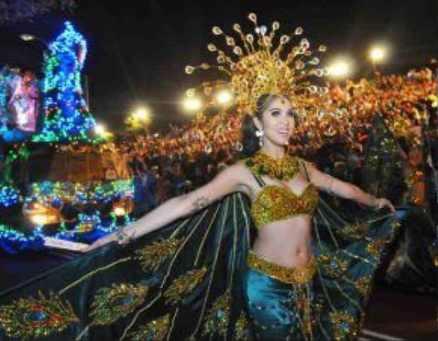 Thái Lan - đất nước nổi tiếng với nền du lịch phát triển, cùng những show thời trang - ca nhạc - tạp kỹ có sự tham gia của người chuyển giới. Ngoài ra, du khách cũng dễ dàng nhìn thấy cộng đồng LGBT tại quốc gia này thực sự rất được tôn trọng, hiếm khi xảy ra tình trạng phân biệt đối xử, kỳ thị.