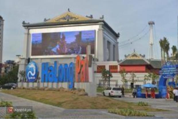 Cửa khu Hạ Long Park.