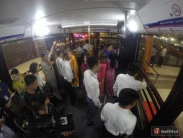 Bên trong cabin cáp treo Nữ Hoàng với sức chứa 230 người.