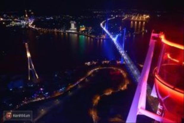 Cảnh đẹp lộng lẫy của thành phố trong tầm nhìn của Sunwheel.