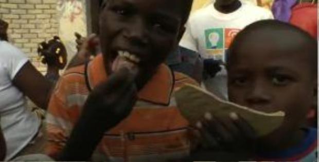 Thói quen ăn đất đã bắt đầu xuất hiện từ thời kỳ thực dân tại nhiều quốc gia châu Phi và được duy trì tới tận bây giờ.