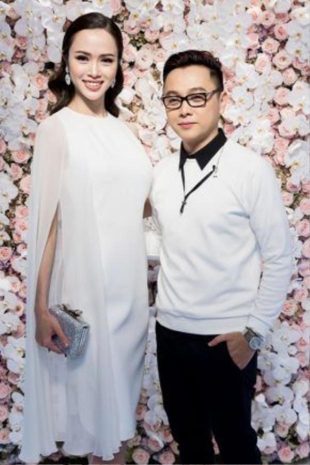 Nhân dịp này, Angela Phương Trinh và Vũ Ngọc Anhcũng tranh thủ lựa chọn những sản phẩm ưng ý từ bộ sưu tập mới của NTK Công Trí.