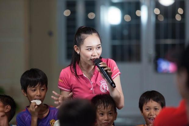 Thí sinh Hoa hậu Việt Nam 2016 rơi nước mắt vì dự án Người đẹp nhân ái