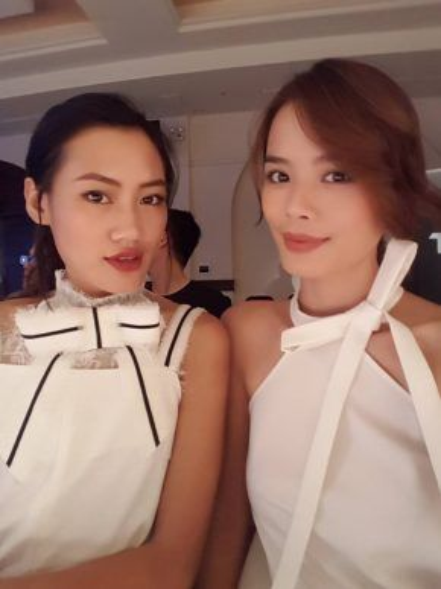 Pông Chuẩn - Trần Hiền dịu dàng, nữ tính xuất hiện cùng nhau tại một show thời trang.