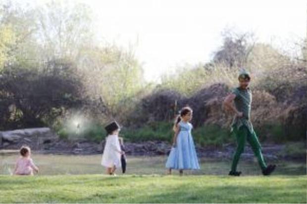 Nephi Garcia cùng 3 con nhỏ
