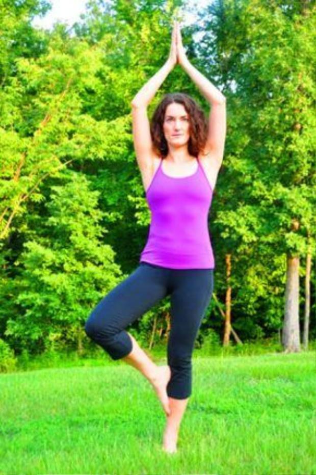 Tư thế cái cây giúp tăng cường sức mạnh cho hai chân, giúp tâm trạng được yên tĩnh và ôn hoà. Ngoài ra, tính đàn hồi của xương của cột sống được nâng cao cùng với khả năng tập trung chú ý.