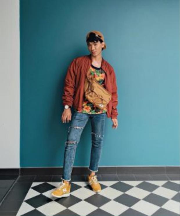 Bomber jacket là item thời trang có độ phủ sóng mạnh mẽ nhất ở thời điểm hiện tại. Mẫu áo khoác này được giới trẻ ưa chuộng bởi thiết kế mỏng nhẹ và đa dạng về chất liệu, khá thích hợp với khí hậu Việt Nam.