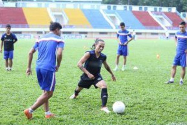 Trước hàng nghìn khán giả, Phạm Anh Khoa cùng đồng đội của mình đã có một trận đấu giao hữu xuất sắc.