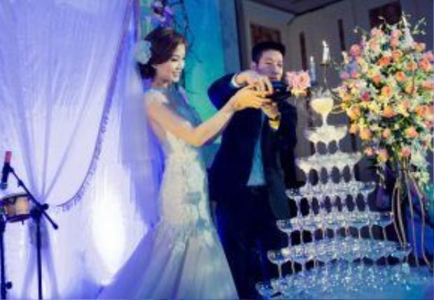 Diễm Trang nhận lời cầu hôn của ông xã trước đêm chung kết cuộc thi Hoa hậu Việt Nam 2014. Cô nàng đã rất đắn đo trước khi quyết định nhận lời. Việc đăng quang ngôi vị Á hậu khiến cho Diễm Trang tất bất hơn với công việc, tuy nhiên cặp đôi vẫn dành nhiều thời gian cho nhau và thống nhất sẽ tổ chức hôn lễ một năm sau đó.