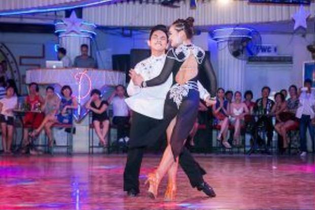 Phan Hiển cũng có mặt trong buổi giao lưu với một bài nhảy.