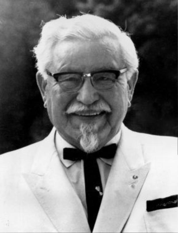 Đại tá Harland Sanders năm 1967 (lúc ông 77 tuổi), khi đã trở thành triệu phú đô-la từ món gà rán KFC.