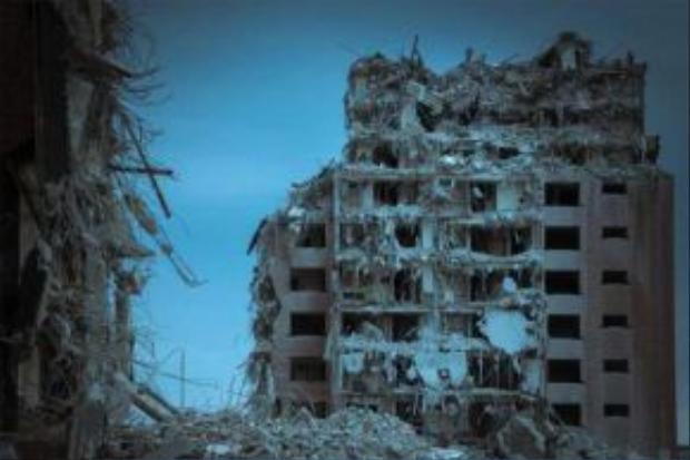 Các khu chung cư hoang tàn, nơi nhiều gia đình từng sinh sống kề bên nhau.