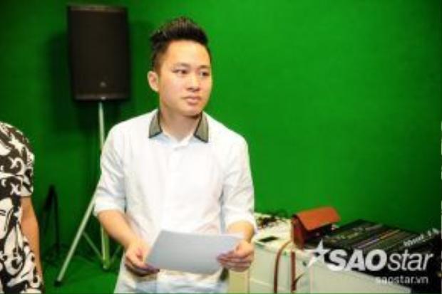 Tùng Dương chuẩn bị bài hát cho học trò