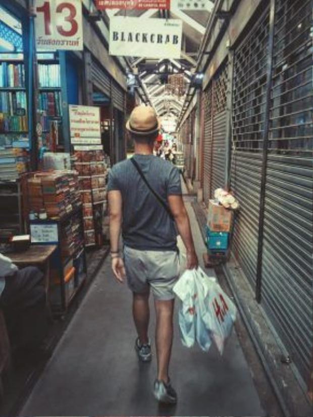 Chợ Chatuchak thường bắt đầu mở cửa từ chiều tối thứ 6, cả ngày thứ bảy và chủ nhật.