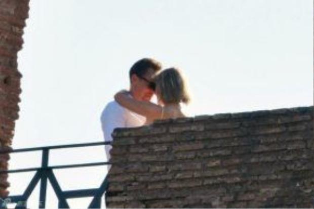 Hai người họ dính như sam và khóa môi nồng nàn hôm 27/6 tại Ý.