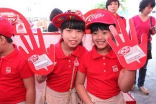 Thu Hà và Hồng Khanh.