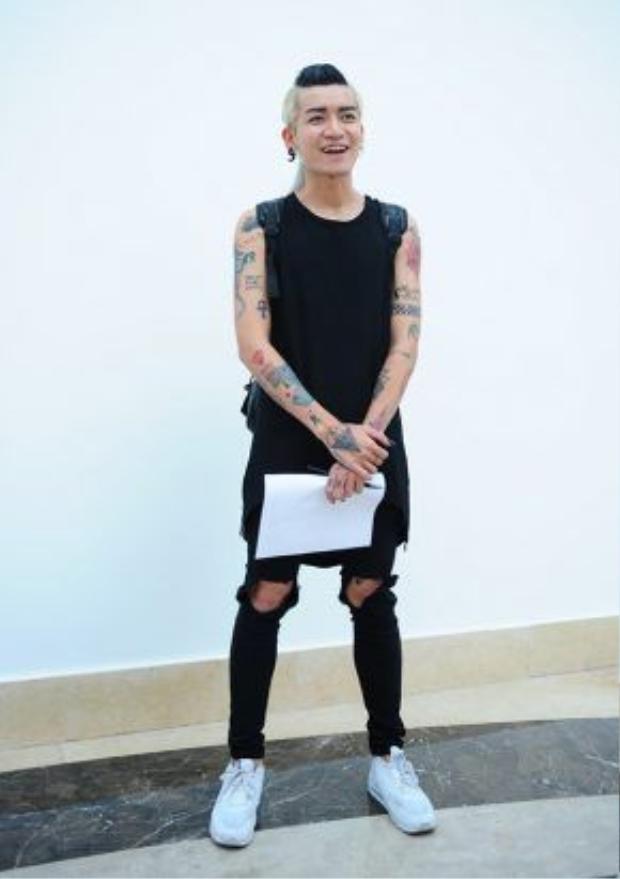 BB Trần tên thật là Trần Phan Quốc Bảo, sinh năm 1990, sở hữu chiều cao nổi bật 1,81 m. Anh chàng từng tham gia cuộc thi Vietnam's Next Top Model.