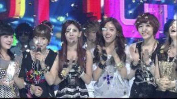 2012 là năm scandal nổ ra. Nhưng trước đó, T-ara đã làm khuynh đảo sàn đấu Kpop với tổng cộng 13 chiếc cúp cho Lovey Dovey.