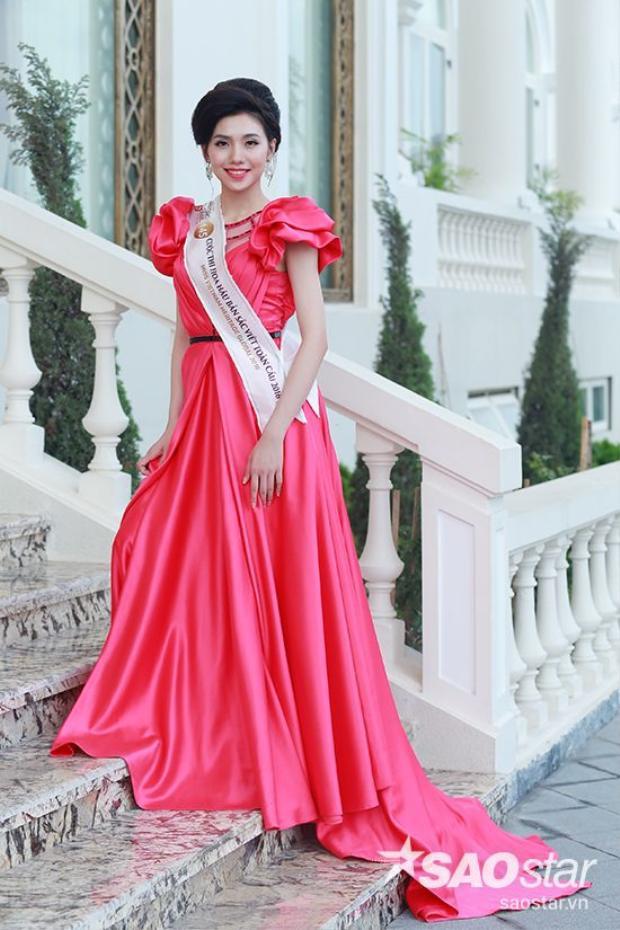 Thí sinh Hoa hậu Bản sắc Việt 2016 quyến rũ với đầm dạ hội