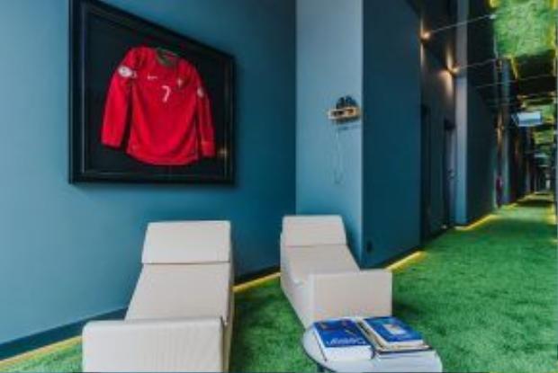 Thương hiệu CR7 của Cristiano Ronaldo là cảm hứng chính cho thiết kế của các khách sạn, với ý định thu hút các khách hàng trẻ. Không thuộc hàng sang trọng, nhưng các khách sạn này nhắm tới phân khúc khách cao cấp.