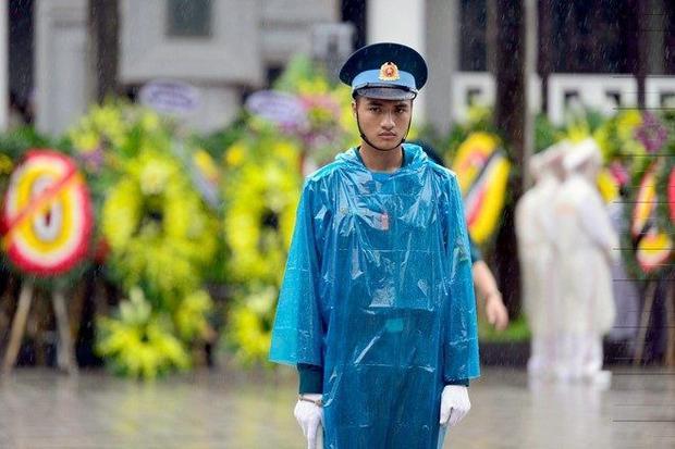 Trời đổ mưa trong ngày tiễn biệt phi hành đoàn CASA-212