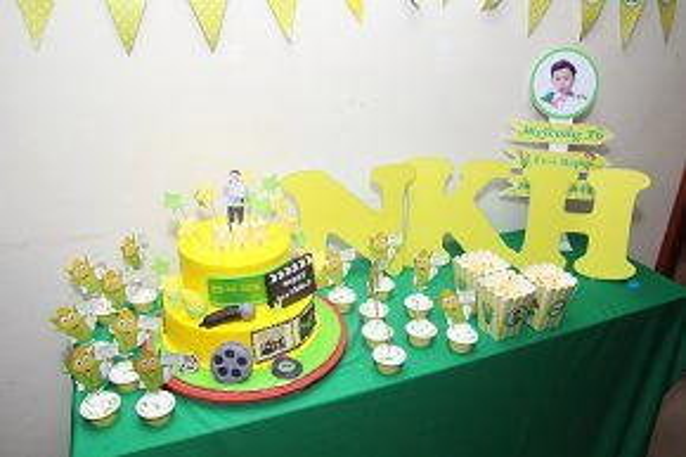 Các fan chuẩn bị bánh sinh nhật đặc biệt dành tặng thần tượng.