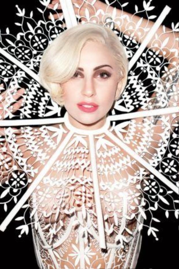 Lady Gaga sinh ra là để khiến cả thế giới đau đầu.