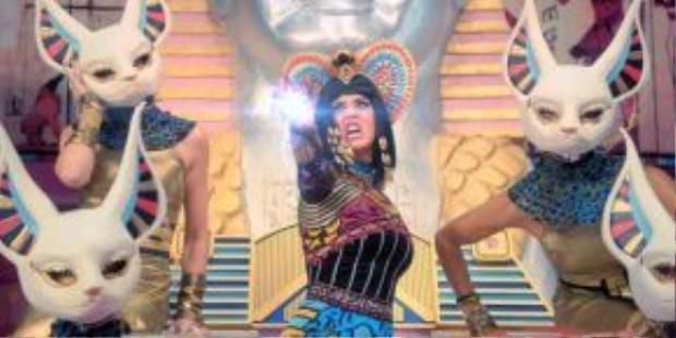 """""""Nữ hoàng Ai Cập"""" đầy quyền lực…"""