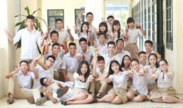 Hai màu trắng và be là một sự kết hợp mang lại diện mạo trẻ trung, tươi sáng cho những cô cậu học sinh trường phổ thông liên cấp Vinschool.