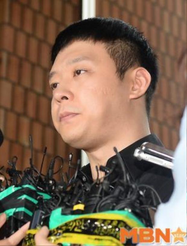 Park Yoochun tới sở cảnh sát để tiến hành phối hợp điều tra.
