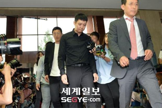 HOT: Hình ảnh đầu tiên Yoochun đến phối hợp điều tra với cảnh sát!
