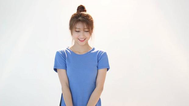 Dù có biến hóa kiểu tóc nào thì cô bé vẫn luôn xinh đẹp và ngây thơ.