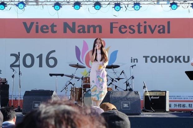"""Đặc biệt với ca khúc """"Xe đạp"""" được Phương Ly thể hiện bằng tiếng Nhật (Sakurairo Maukoro), nữ ca sĩ đã nhận được nhiều lời khen từ khán giả lẫn đơn vị tổ chức chương trình."""