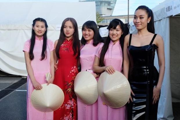 Minh Thư và Phương Ly đại diện Việt Nam tham gia lễ hội Văn hóa tại Nhật Bản.