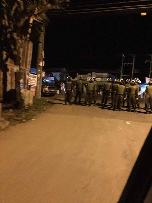 Lực lượng cảnh sát được điều động tiến hành truy bắt những đối tượng học viên cai nghiện.