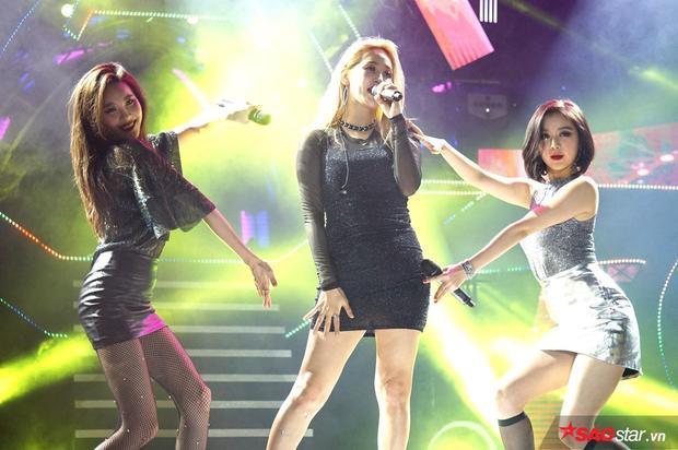 Wonder Girls chính là một trong những gương mặt được mong đợi nhất đêm. Sau 4 năm, các cô gái nhà JYP quay trở lại Việt Nam với đội hình khác hẳn.