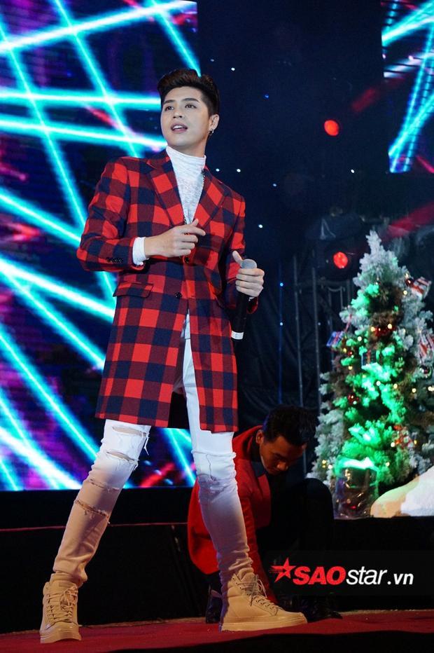 Noo Phước Thịnh cùng dàn sao Việt quậy hết cỡ trong đêm nhạc Giáng sinh