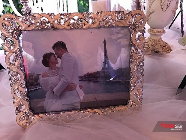 Trong chuyến đi lưu diễn tại Châu Âu, cặp đôi cũng tranh thủ ghi lại những khoảnh khắc tuyệt đẹp tại đây trong bộ ảnh cưới.