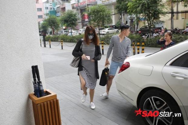 Hari Won và Trấn Thành xuất hiện tại nơi tổ chức hôn lễ.